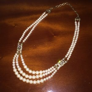 Jewelry - Pearl-like necklace